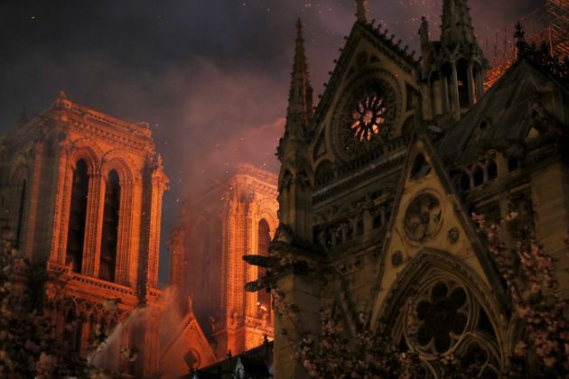 La portada de 'Libération' sobre Notre Dame que todo el mundo está