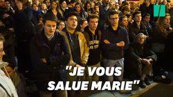 Face à Notre-Dame en flammes, des Parisiens chantent genoux à