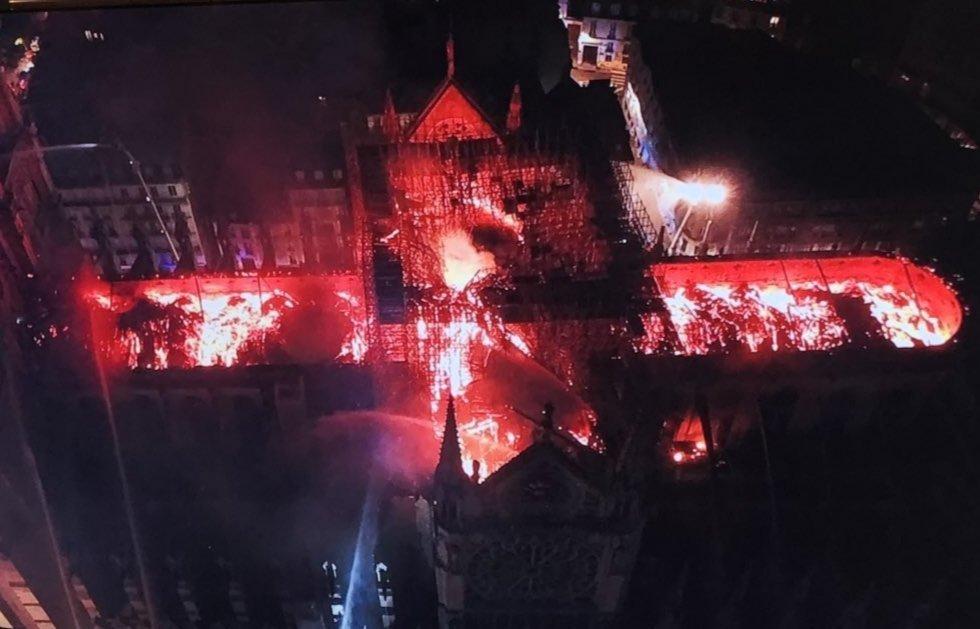 Así se ve el incendio de Notre Dame desde un