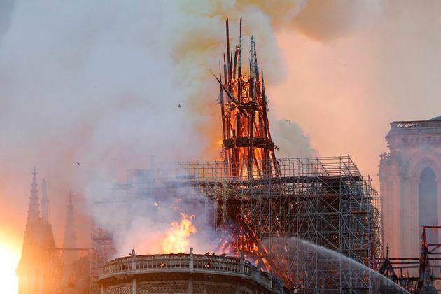 ノートルダム大聖堂の火災を多くの写真がとらえた。パリが悲しみに包まれたその瞬間