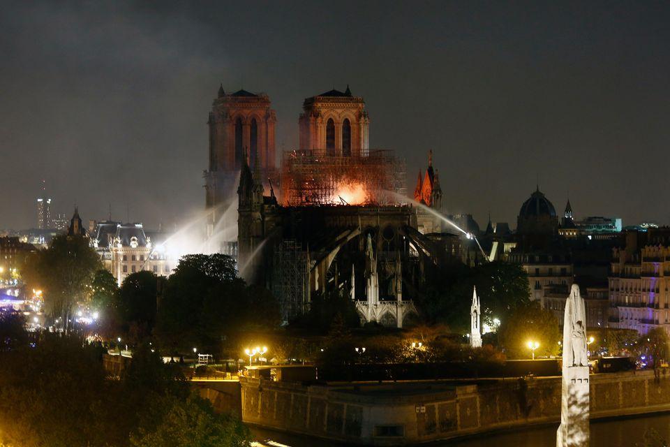 Παναγία των Παρισίων: Η επόμενη ημέρα από την καταστροφική φωτιά στον εμβληματικό γαλλικό
