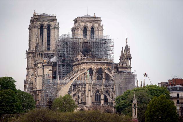 La cathédrale Notre-Dame de Paris au petit matin ce mardi 16 avril, après une nuit de lutte...