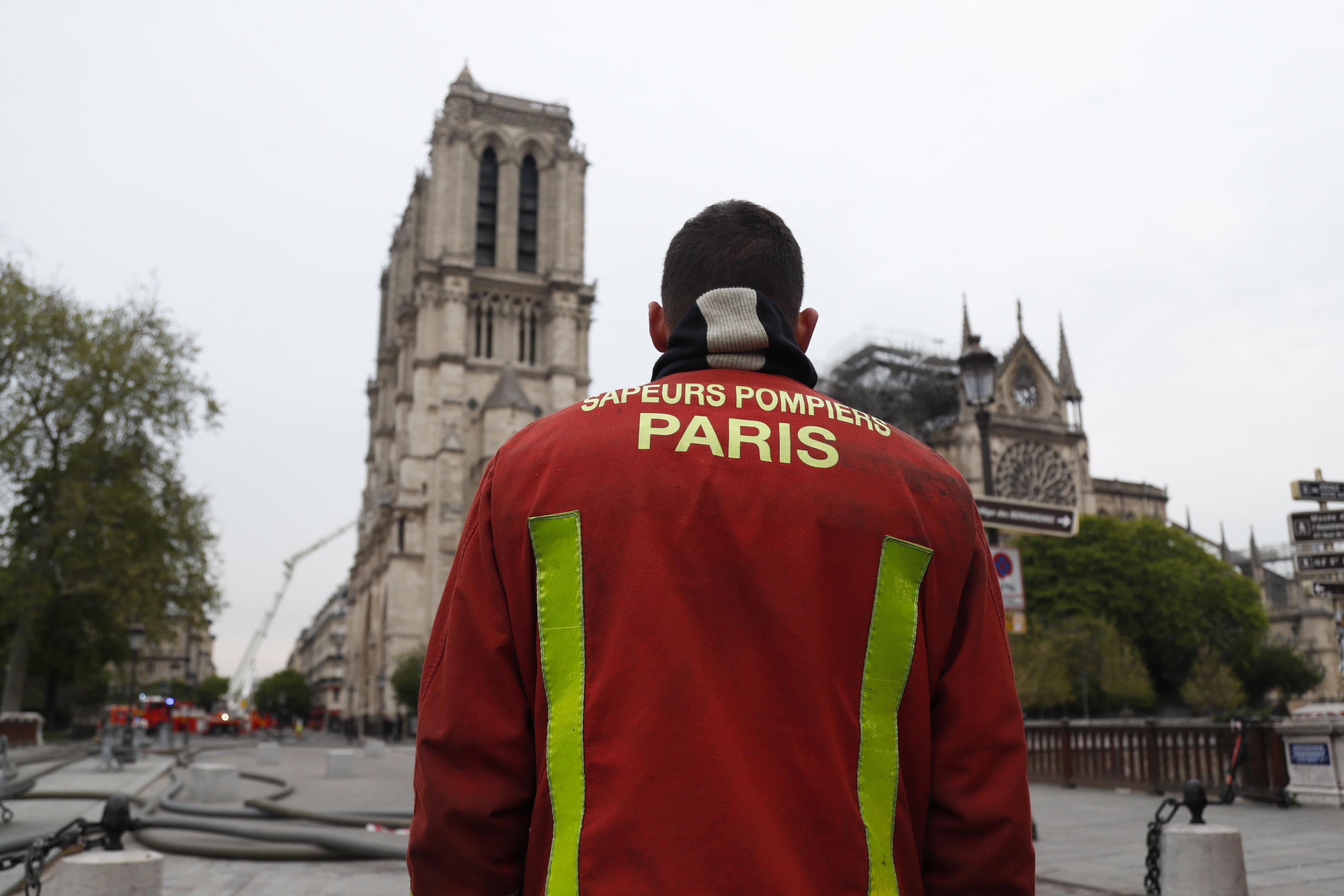 Quelque 400 pompiers étaient mobilisés pour empêcher les flammes de détruire...