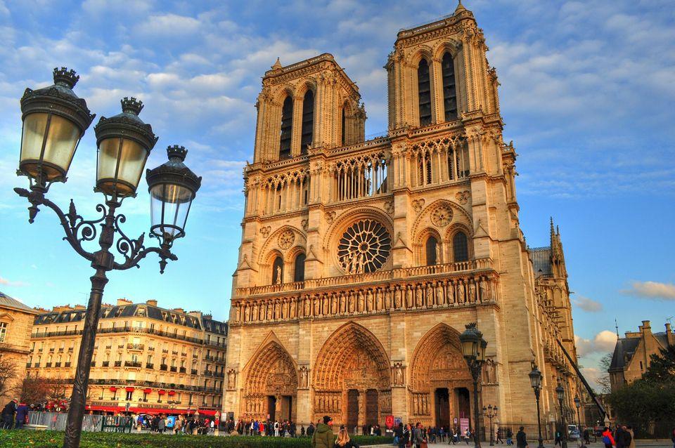 Από την Αγια - Σοφιά έως την Παναγία των Παρισίων. Οι 11 πιο εντυπωσιακοί ναοί στην