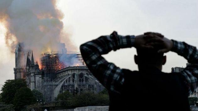 Το YouTube συνέδεσε την πυρκαγιά της Νοτρ Νταμ με τις επιθέσεις της 11ης