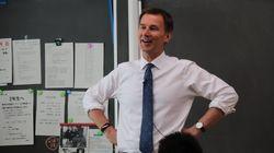 イギリスのハント外相、日比谷高校で模擬授業。生徒たちに日本語で呼びかけたことは?(動画)