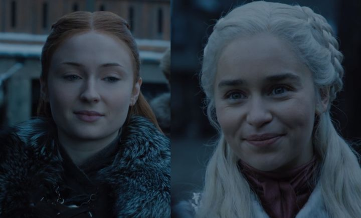 Les sourires en coin de Sansa et Daenerys en disent beaucoup plus que ce qu'ils ne laissent transparaître.
