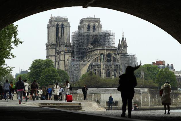 La cathédrale Notre-Dame de Paris le 16 avril 2019, au lendemain de l'incendie qui a ravagé...