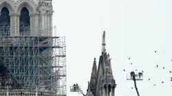La estatua que desmonta la conspiración sobre el incendio de Notre