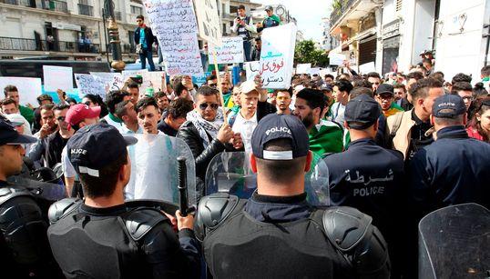A Alger, les étudiants bravent un dispositif policier dissuasif et reconquièrent la