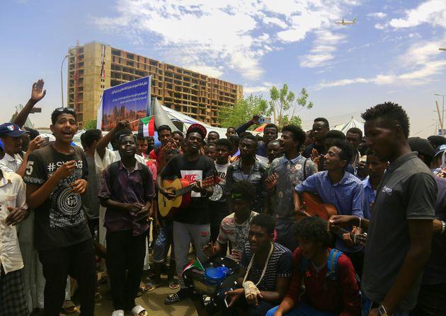 Soudan: L'UA demande aux militaires de remettre le pouvoir aux