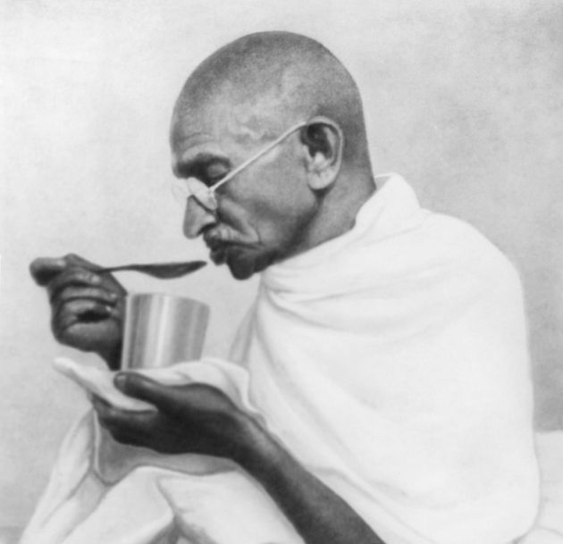 Mahatma Gandhi takes his last meal before his fast at Rashtriyashala Ashram, Rajkot, in March