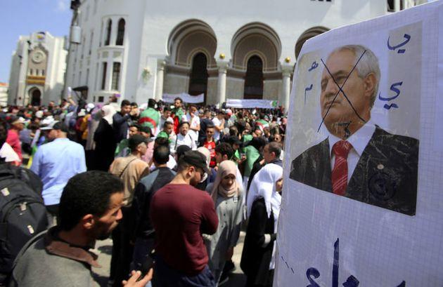 Les partis politiques saluent la démission de Tayeb