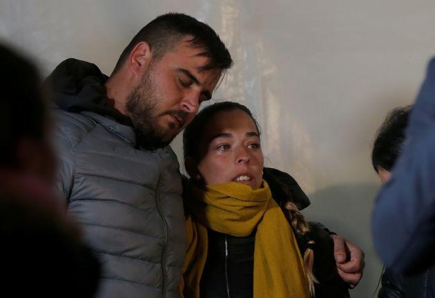 Los padres de Julen, durante una vigilia, mientras esperaban los resultados de las labores de rescate...