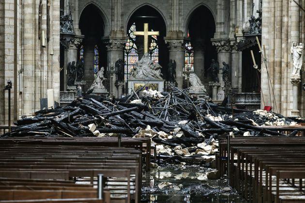 Les débris à l'intérieur de Notre-Dame de Paris ce mardi 16 avril, au lendemain...