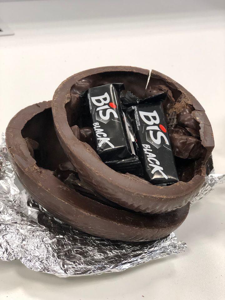 Ovo Bis tem crocantes pedaços do biscoito dentro da casca.