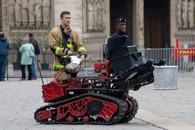 Colossus, le robot qui a aidé les pompiers à éteindre l'incendie de