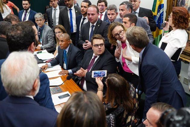 Cálculos do presidente da CCJ, Felipe Francischini (PSL-PR), apontam que 55 deputados que se opõem...