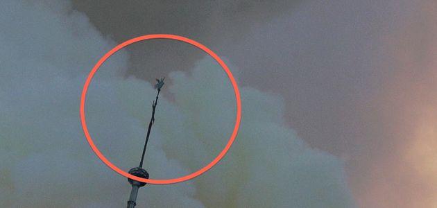 El gallo de la aguja central de Notre Dame, encontrado entre los
