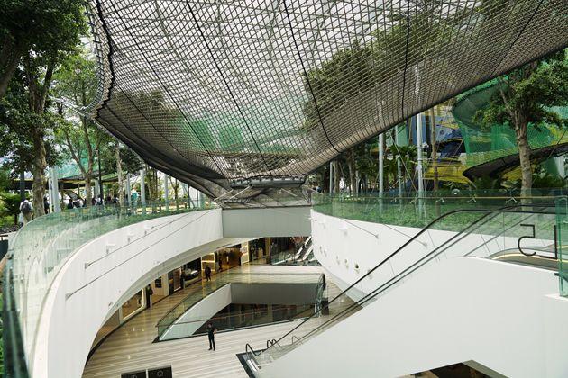 シンガポール空港にオープンした新施設「ジュエル」がスゴイ。