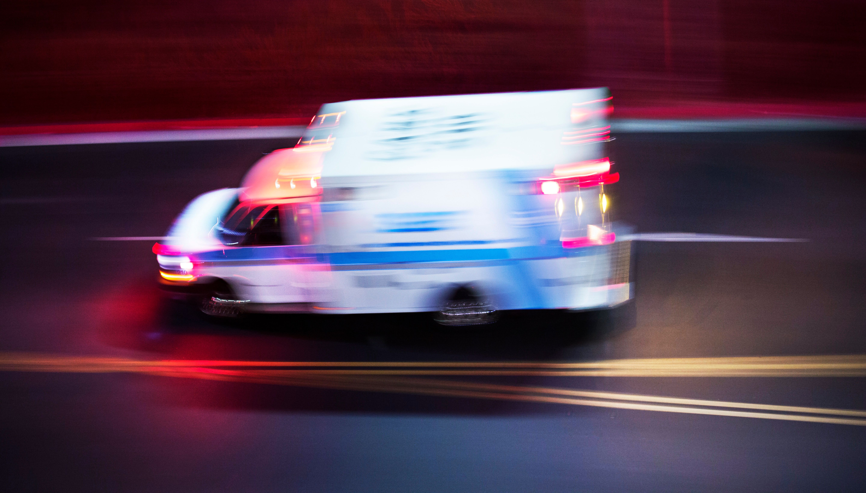 Detenidos dos empleados de ambulancias por abusar de cuatro