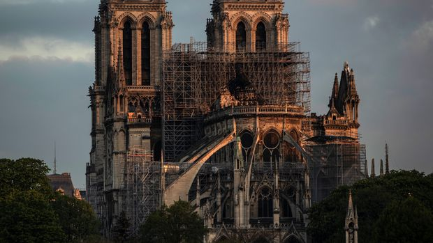 PARIS, FRANCE - APRIL 17: Notre-Dame Cathedral at sunrise following a major fire on Monday on April 17, 2019 in Paris, France. A fire broke out on Monday afternoon and quickly spread across the building, causing the famous spire to collapse. The cause is unknown but officials have said it was possibly linked to ongoing renovation work. (Photo by Dan Kitwood/Getty Images)