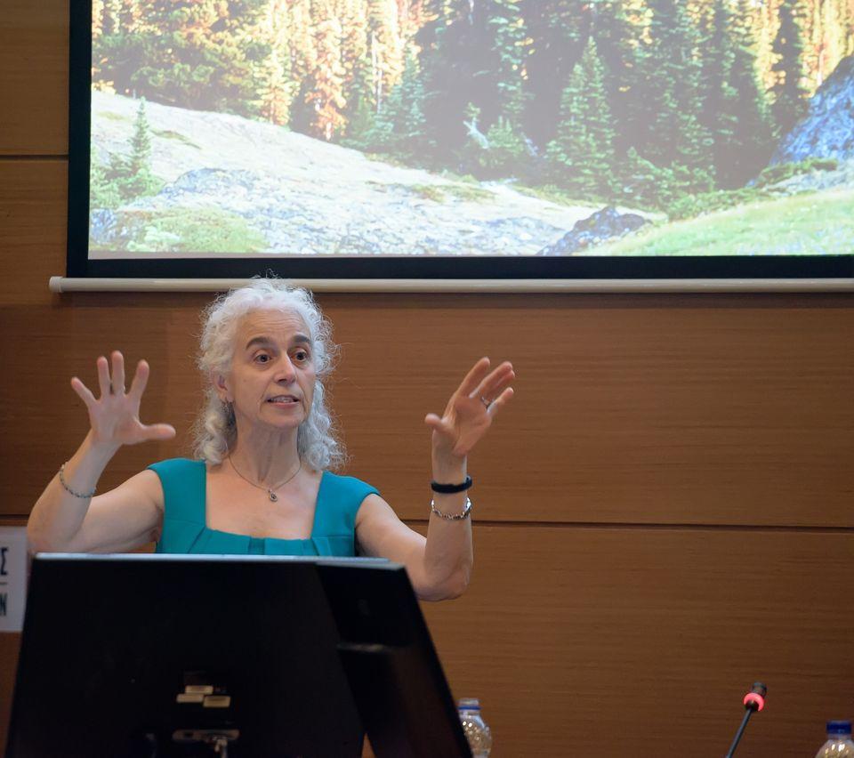 Η Ρασμιγιέ Οράλ, καθηγήτρια Παιδιατρικής του Πανεπιστημίου της Αϊόβα που ειδικεύεται στον τομέα της παιδικής...