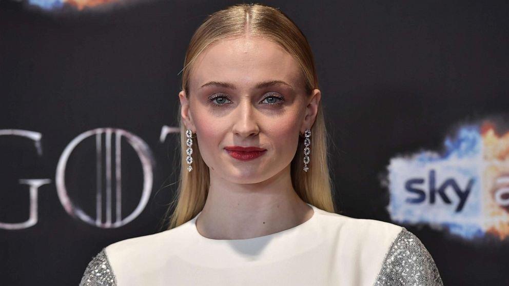"Sophie Turner de ""Game of Thrones"" révèle avoir souffert de"