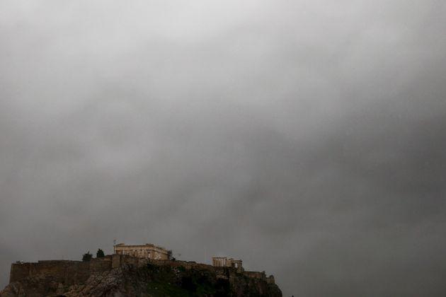 Tραυματίστηκαν αρχαιοφύλακες στην Ακρόπολη από
