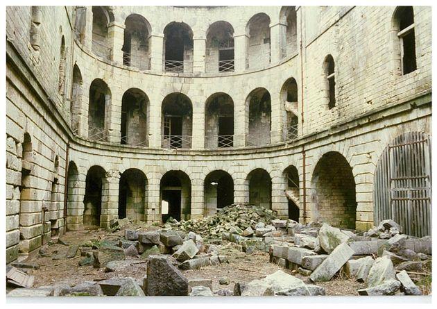 Lorsque Jacques Antoine rachète le fort Boyard en 1988, l'édifice est en
