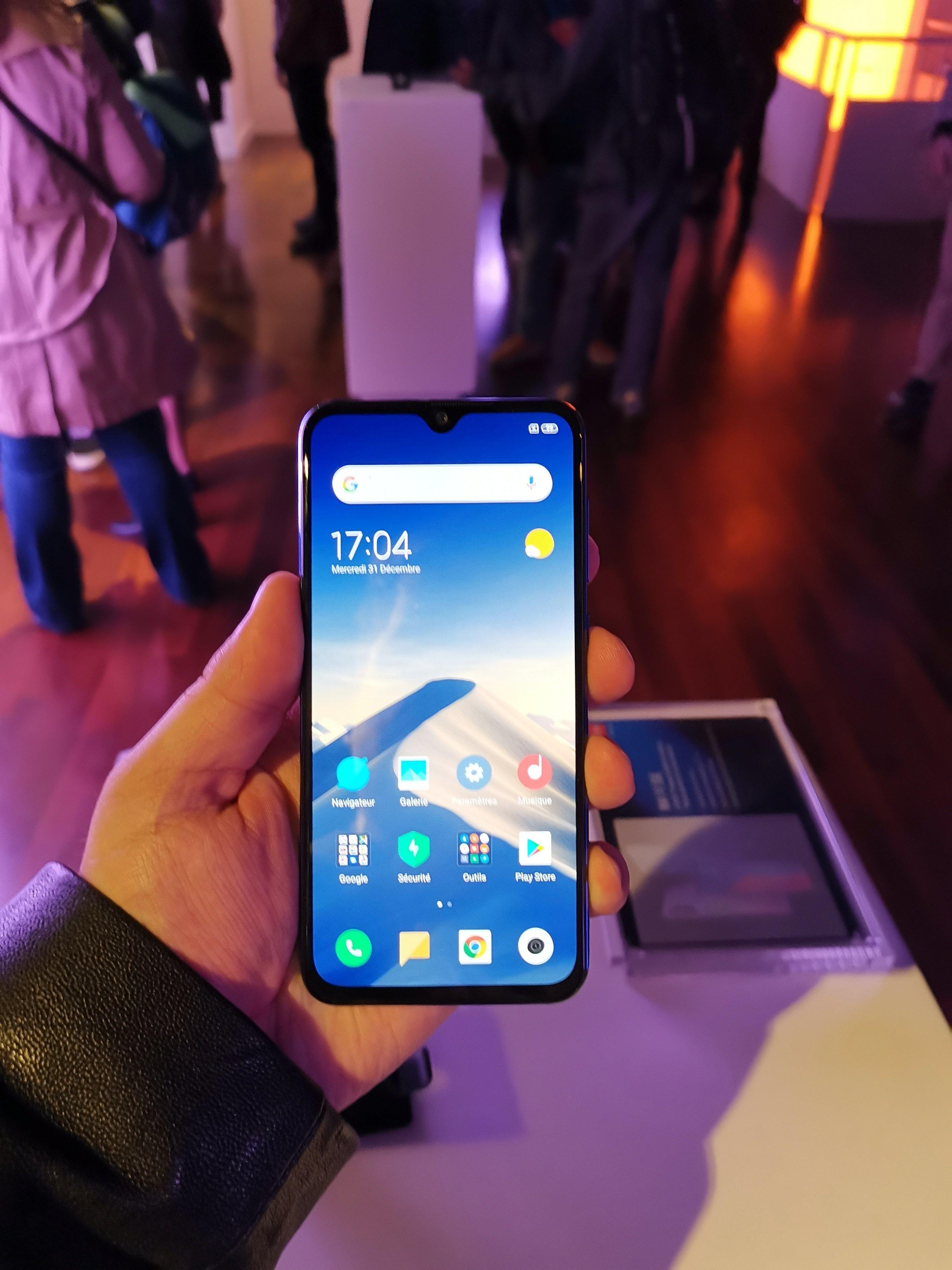 """Notre prise en main du Xiaomi Mi 9 SE, le """"tueur de milieu de"""