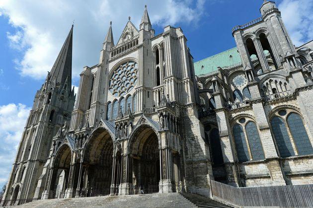 Todas las campanas de las catedrales de Francia repican por Notre