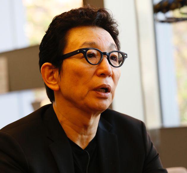 講義終了後、インタビューに応じた古舘伊知郎氏