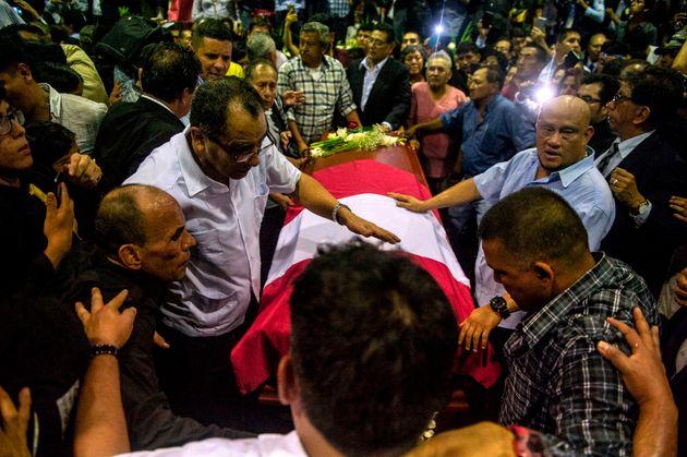 Le cercueil de l'ex-président Alan Garcia à Lima au Pérou le 17 avril