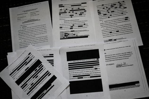 뮬러 특검의 '러시아 스캔들' 수사 보고서는 이런 식으로 민감한 내용들을 가린 채 공개될 예정이다. 사진은 폴 매너포트 전 트럼프 캠프 선거대책본부장 관련 사건에서 뮬러 특검이 법원에...