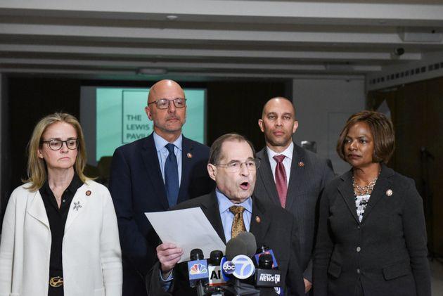 로버트 뮬러 특검의 '러시아 스캔들' 수사 결과 보고서 공개를 하루 앞둔 17일 저녁, 제럴드 네이들러 하원 법사위원장(민주당, 뉴욕)이 기자회견을 열고