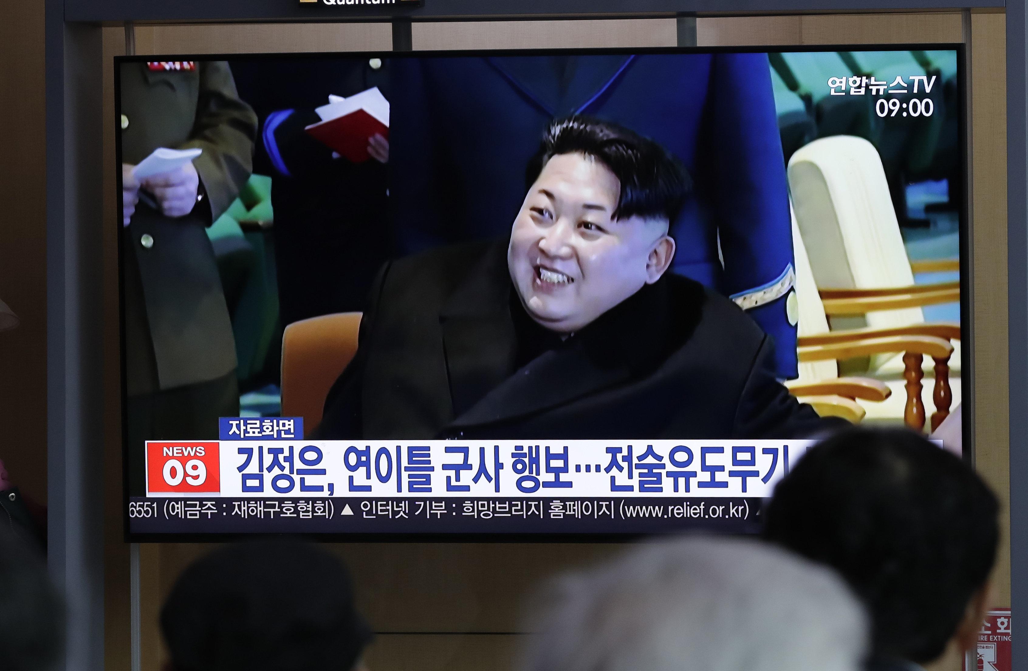 북한 김정은의 '신형 전술 유도무기 사격시험' 참관은 어떤