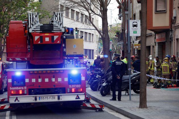 Los bomberos, trabajando en el lugar del