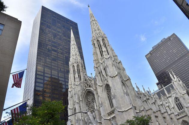La cathédrale Saint-Patrick sur la 5e Avenue à Manhattan (photo