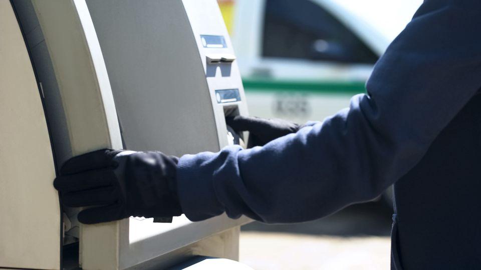 Ο πόλεμος των ΑΤΜ: Πώς οι ληστές τραπεζών αποσταθεροποιούν ολόκληρη την