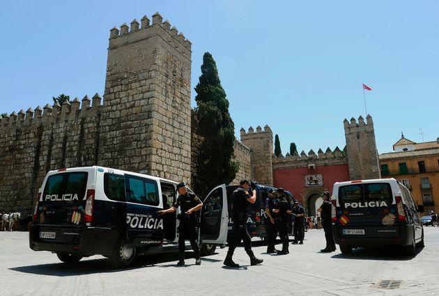 La police nationale espagnole à Séville, en juillet