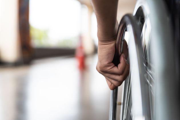 Handicap et marginalisation en Tunisie: Le combat quotidien de Mohammed Amine, 9 ans, et de ses