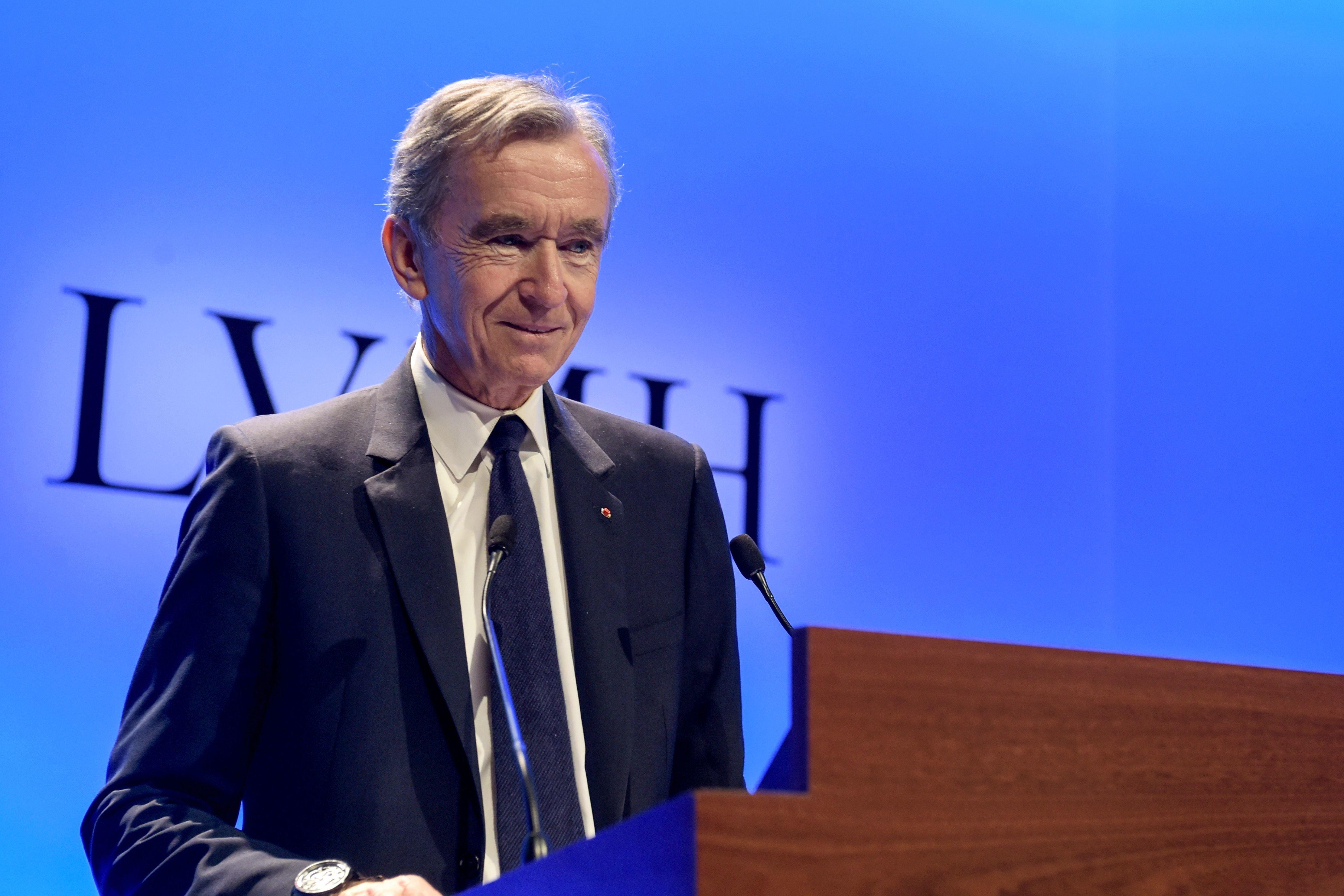 """Bernard Arnault juge """"consternant"""" de se """"faire critiquer"""" pour les dons de"""