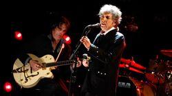 Bob Dylan para un concierto para reñir al público por hacerle