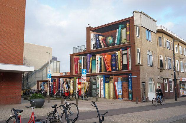 Une bibliothèque en trompe l'œil aux