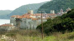 Καταδίκη οκτώ μοναχών της Ι.Μ Εσφιγμένου για επεισόδιο με μολότοφ στις