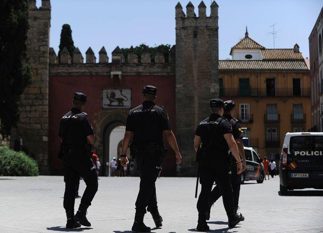 La police nationale espagnole à Séville, juillet
