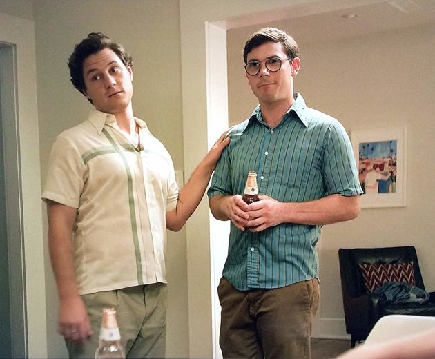 Série é escrita e estrelada porRyan O'Connell (dir.), um jovem gay que sofre...