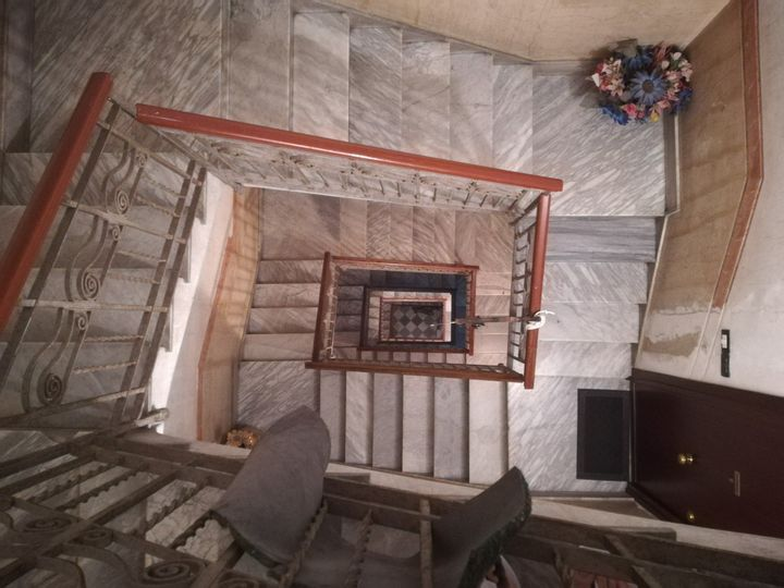 地獄の階段。まさかエレベーターがないとは…