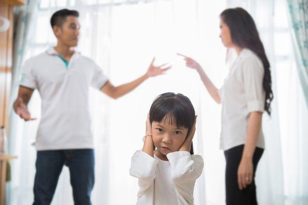 자녀가 성인이 되기를 기다린 후 이혼한 부부들: 그때 자녀들이 했던